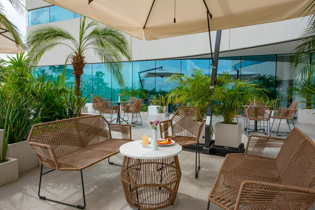 SkyWork Holiday Inn La Isla Terraza